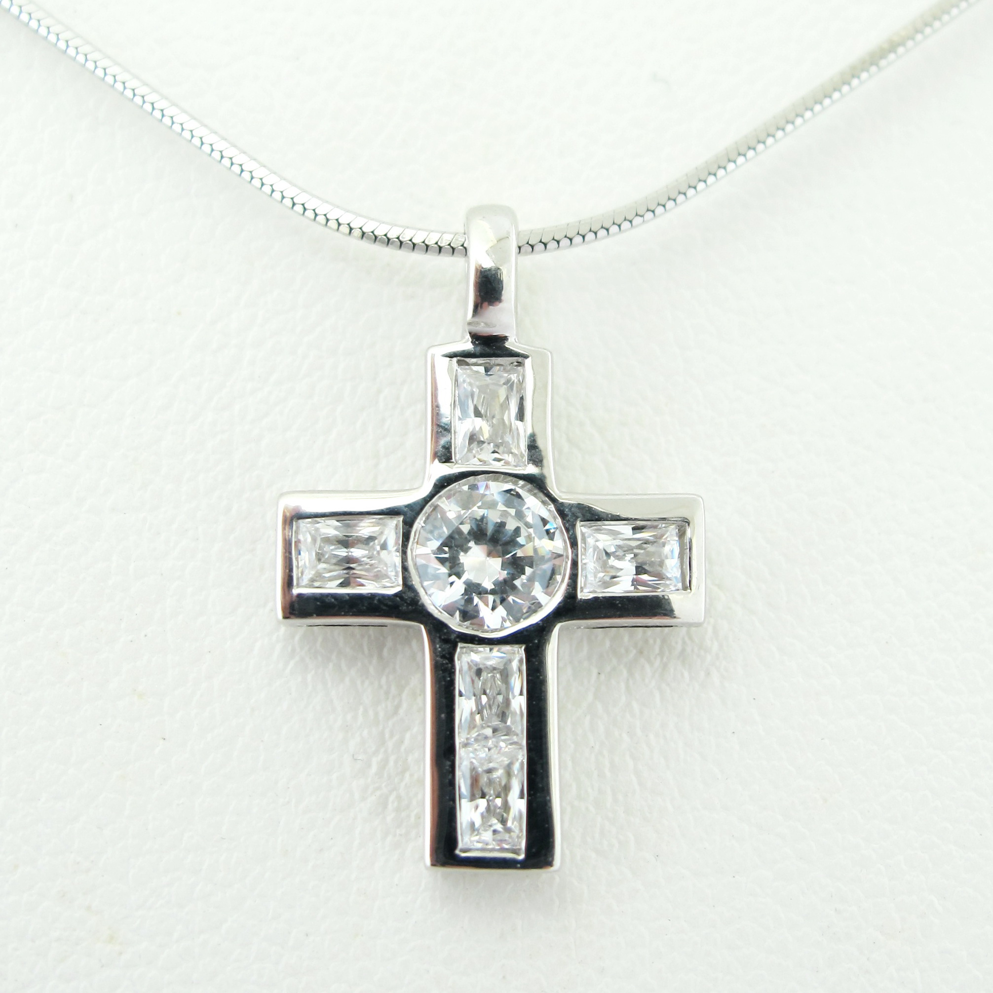 cross jewelry mens celtic necklace steel stainless knot bling cdl pendant