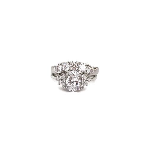 Oval-round-diamonds-engagement-ring